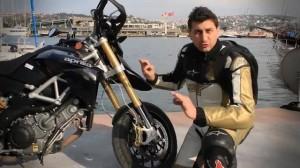Altın Elbiseli Adam - Aprilia Dorsoduro 1200 2011